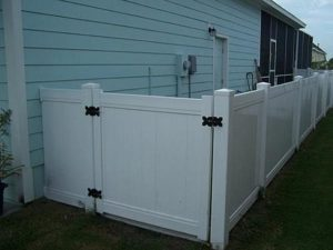 white vinyl fence in tampa